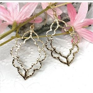 Jewelry - NEW 🌸 scalloped double drop hammered earring